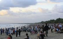 kuta-crowded