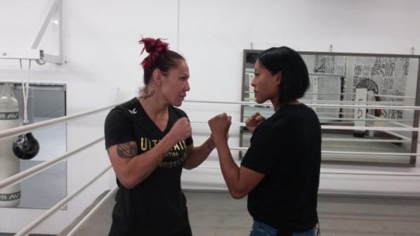 https://i2.wp.com/photo.boxingscene.com/uploads/braekhus-cyborg%20(2).jpg?w=598