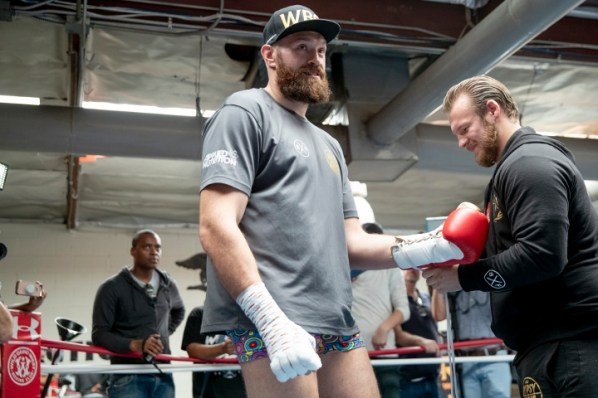 https://i2.wp.com/photo.boxingscene.com/uploads/tyson-fury%20(10)_1.jpg?w=598&ssl=1