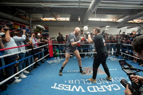 https://i2.wp.com/photo.boxingscene.com/uploads/tyson-fury%20(12)_1.jpg?w=598&ssl=1