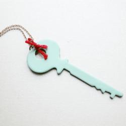 5 Minute DIY Vintage Key Necklace