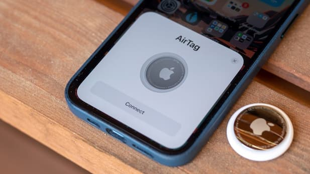 Connect Apple AirTag to iPhone
