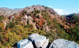 釈迦が岳羽鳥峰から猫岳望む