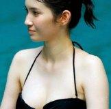 【GIF有】市川紗椰『アナザースカイ』Eカップの色白水着姿披露&パンチラおっぱいブルルン画像