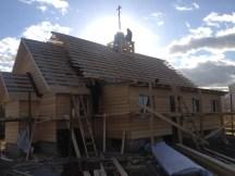 16 - возводим крышу и обшиваем стены храма