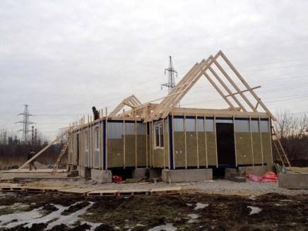 1 - возводим крышу и обшиваем стены храма