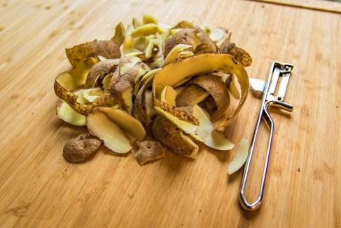 400g Kartoffeln schälen und weich kochen