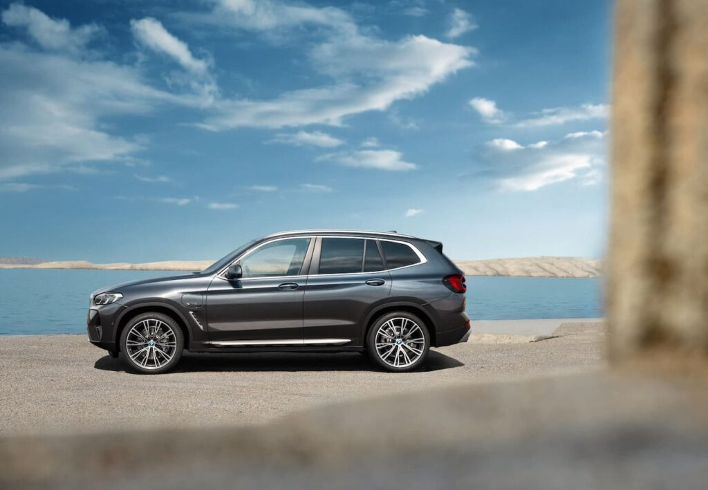 BMW X3 and BMW X4 LCI 2022 version launched 6