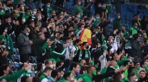 Maccabi Haifa fans.  Encourage non-stop (Omri Stein)