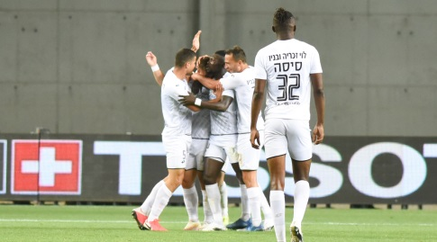 Hapoel Hadera players celebrate (Noam Moreno)