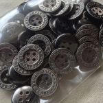 メタル調ボタン4