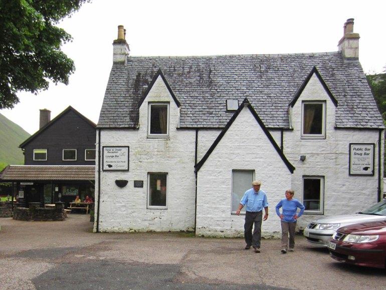 Charles-Ardary-Pax-OK-2014-0640-climbers-pub-in-Glencoe-saadj