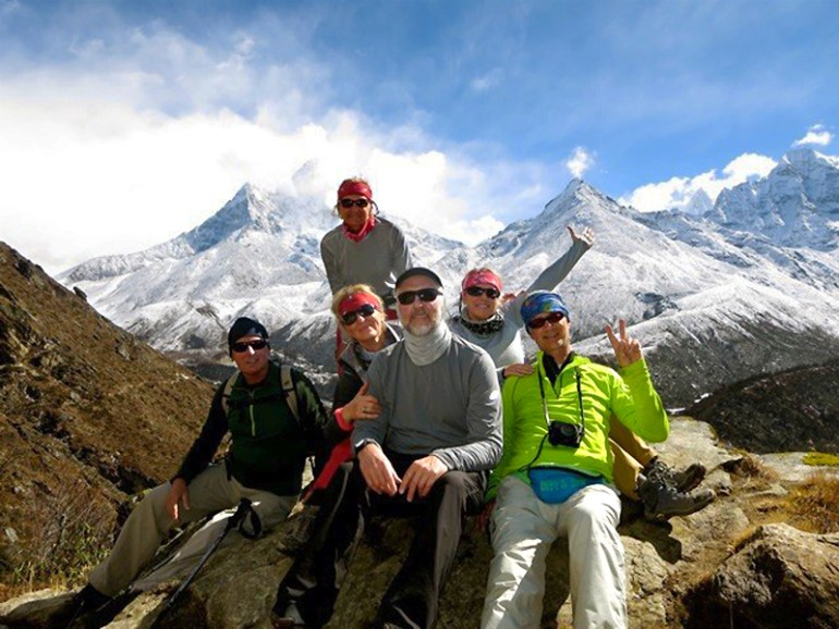Everest&AnnapurnaPJ-Mira&Andre-Lechowicz-with-group-saadj