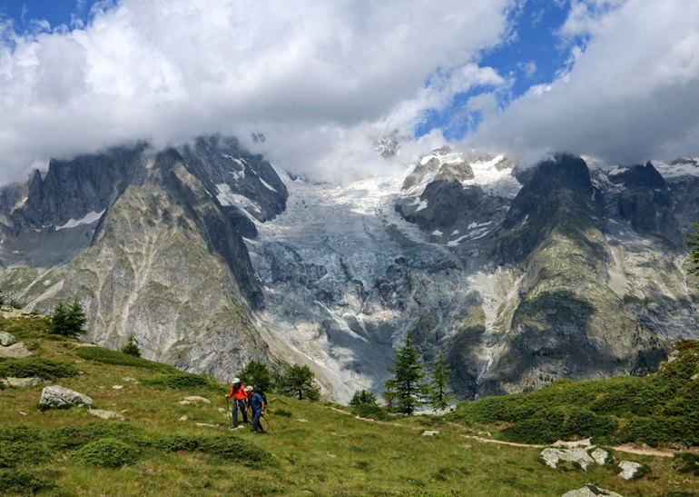 Hikers on Mont Chetif