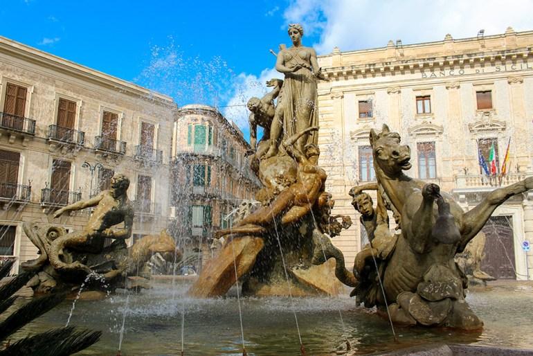 Italy sicily siracusa fountain