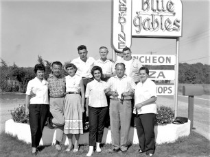 Blue Gables Family Barbeque 1962 (2)