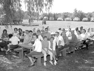 Blue Gables Family Barbeque 1962 (3)
