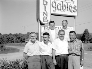 Blue Gables Family Barbeque 1962 (6)