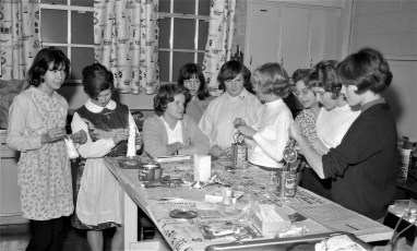 Girl Scouts making Xmas candles Hudson 1964