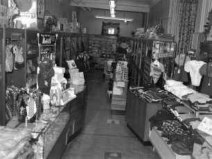 Stores Warren St Hudson NY 1953 (3)
