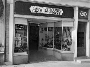 Stores Warren St Hudson NY 1953 (7)