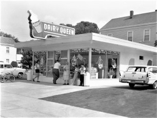 Dairy Queen opening day & night Hudson 1960 (1)