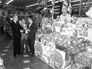 Farm Bureau Blue Winning Apple Display Victory Market Hudson 1963