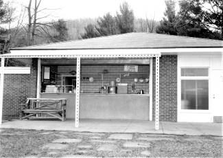 Rudd Pond Snack Bar Millerton 1965 (1)