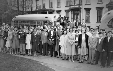 Students on tour of Col. Cty. Jail by Sheriff D. Lawrence 1956 (1)