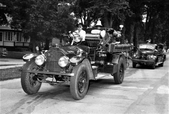 Col. Cty. Volunteer Fireman's Parade Copake 1958 (2)