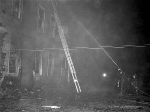 Clermont Fire Burton Fraleigh's apartment house Apr. 1960 (7)