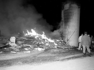 Livingston Fire Stanley Voorhees Cow Barn Rt. 9 Feb. 1965 (1)
