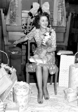 Marilyn McLean Shower at Blue Gables 1951 (2)