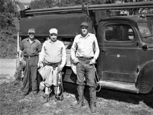 Reg Grenner & fellow lineman 1953