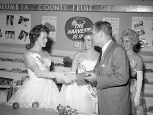 Governor Rockefeller visits the Columbia Cty. Fair 1962 (1)