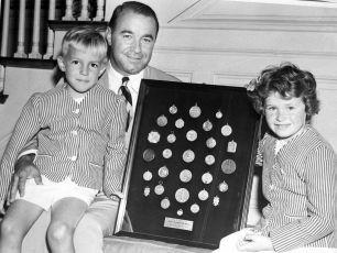 Gene-Sarazen-and-children-1950