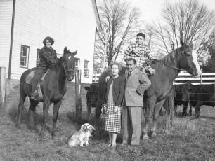 Gene-Sarazen-family-Gtown-1949