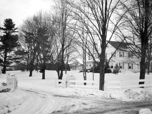 Gene-Sarazen-snow-scenes-of-house-1950-3