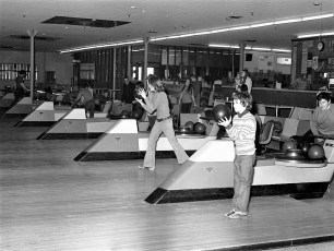 St. Mary's Academy Bowling Team at Hendrick Hudson Lanes 1973 (1)