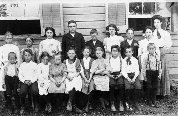 Tivoli School circa 1908 (copy)