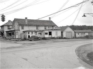 Rasche's Store Main St & 9G 1949