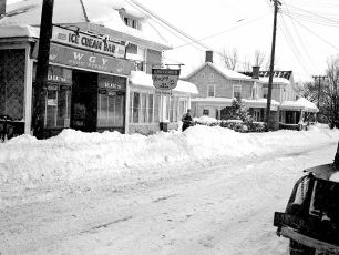Snow Storm G'town NY 12 27 47 (3)