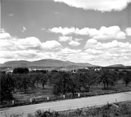 Catskill Mt. view from Rt. 9G G'town 1950s (2)