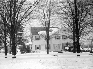 Gene Sarazen snow scenes of house 1950