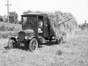 Floyd Ford haying with his 1922 Ford truck G'town 1969 (2)