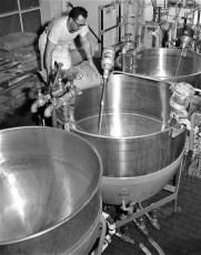 Canada Dry Bottling Operations Greenport Plant 1957 (1)