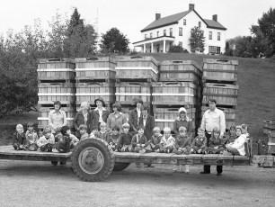 Mazzacano Farm Tractor Rides Greenport 1976 (1)