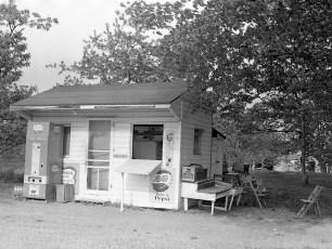Ben Bartolotta Grocery Store Linlithgo 1962 (1)
