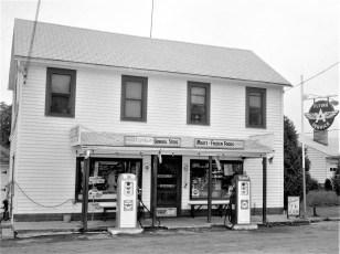 Lighthart's General Store Linlithgo 1965 (1)
