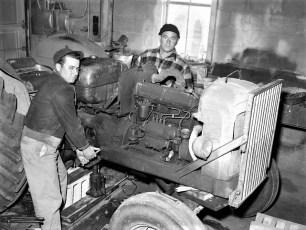 Phil & Jerry Bartolotta tractor repair Linlithgo 1962